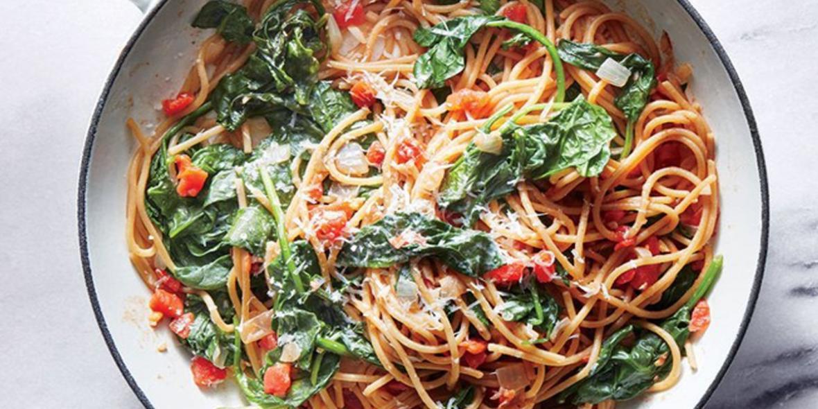 طرز تهیه اسپاگتی اسفناج و گوجه به روش ایتالیایی ها