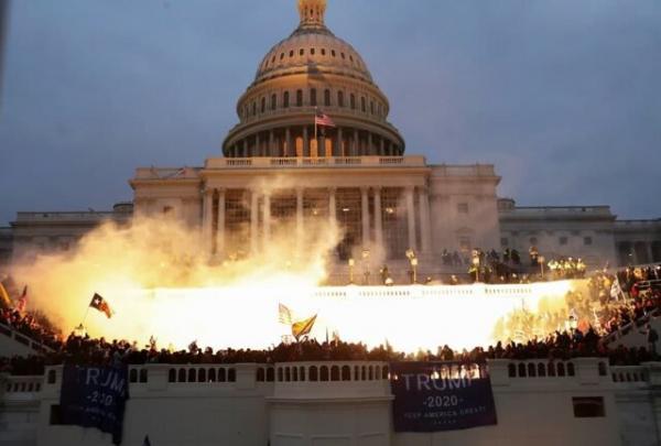 آمریکا حالا تمثیلی از مرگ دموکراسی است
