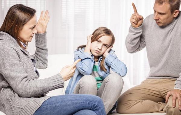 والدین کنترل گر و آثار مخربی که بر رشد کودک دارند
