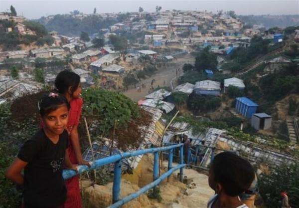 متواری شدن ده ها هزار نفر درپی آتش سوزی کمپ پناهجویان روهینگیا در بنگلادش