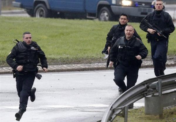 زخمی شدن پلیس فرانسوی در حمله با چاقو
